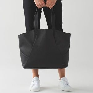 Lululemon all day tote black SOLD OUT ONLINE
